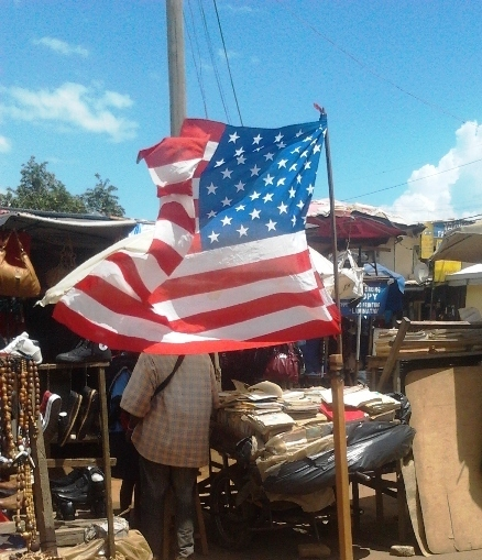 drapeau USA à commercial avenue Bamenda
