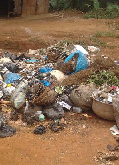 poubelle à Foncha street (bamenda)