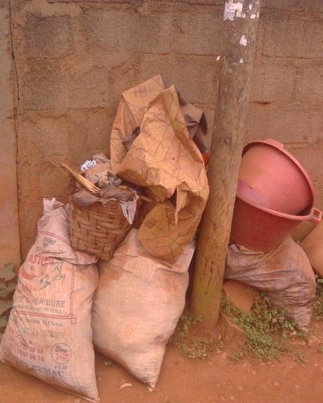 Tas d'ordures à Virgin land(bamenda)