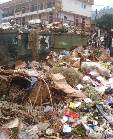 tas d'ordures à mobil nkwen (bamenda)