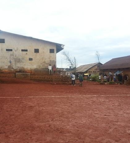 grande cour de la prison de Bamenda