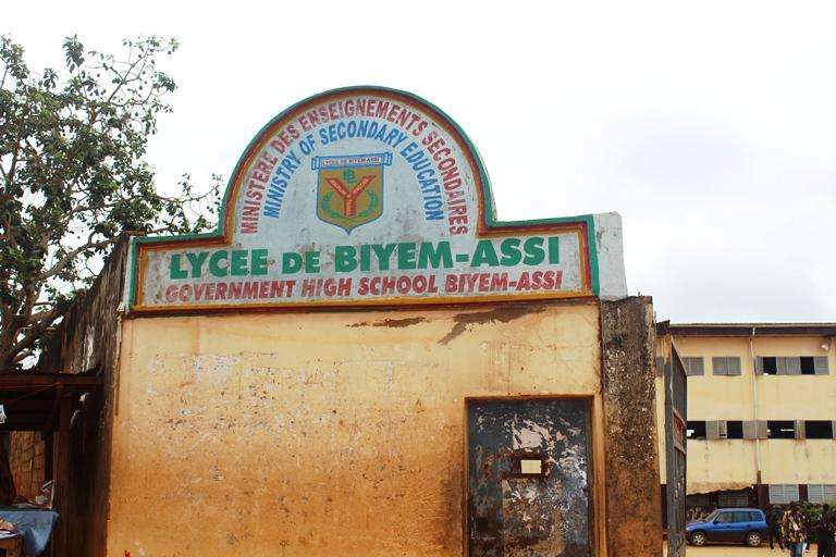 Enseigne entrée Lycée de Biyem-assi
