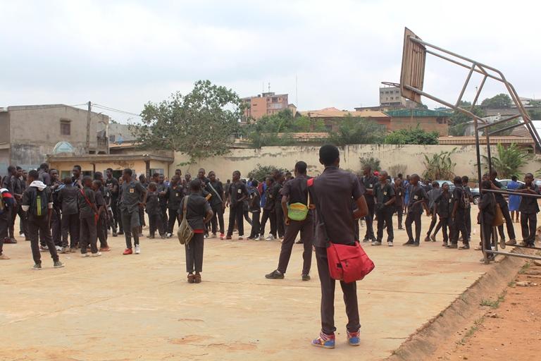 les élèves sur la plate-forme
