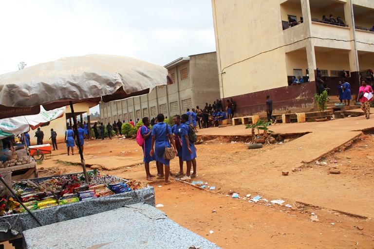 Cour du Lycée de Biyem-assi