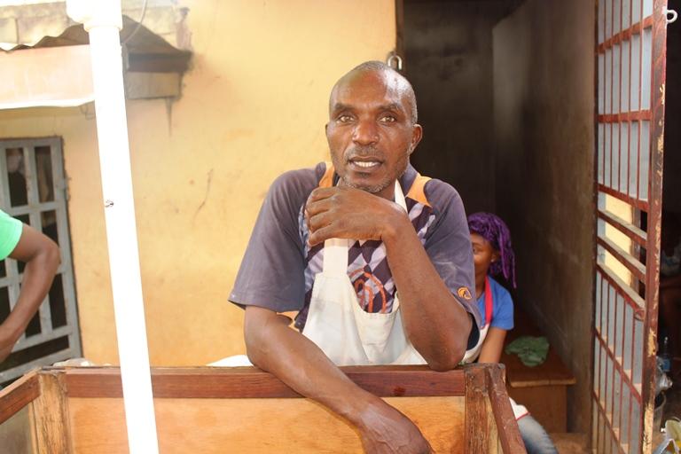 Vendeur de beignet du lycée de biyem-assi